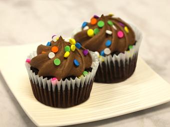 31007-kimberleys-regular-chocolate-cupcakes-beauty-shot-r1