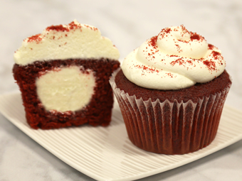 31111-kimberleys-jumbo-red-velvet-cupcakes-beauty-shot-r1