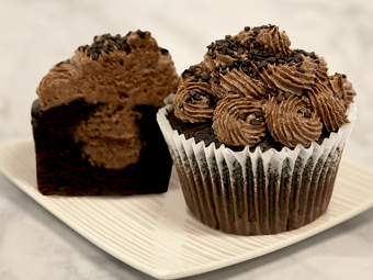 31112-kimberleys-jumbo-chocolate-cupcakes-beauty-shot-r1b
